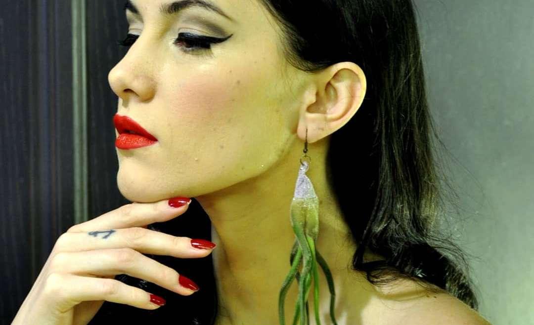Discretie vs. eleganta Poarta bijuterii florale naturale la orice eveniment!
